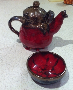 I'm saving my yoghurt pics for tomorrow, so meanwhile here's a teapot and bowl I made
